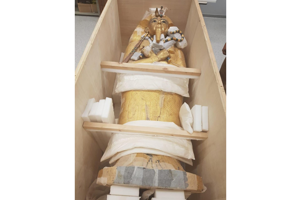 Restoration of the golden coffin of the boy king Tutankhamun